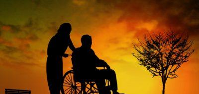 車椅子の介助は難しい!?簡単にできる基本をプロが教えます!